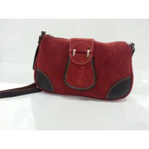 bolso-de-piel-vuelta-roja-y-detalles-en-piel